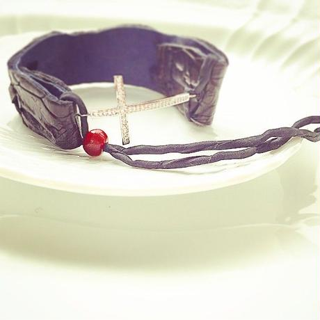Bracelet using crocodile leather and rhinestone cross