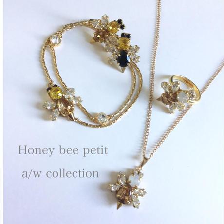 Honey bee petit ring
