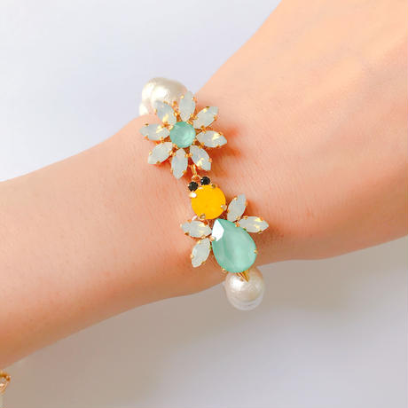 honey flower bracelet