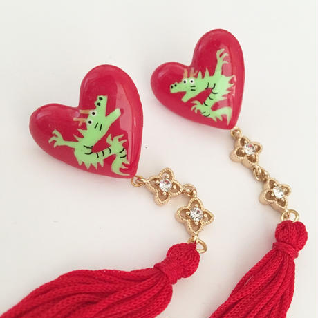 DRAGON  HEART  RED TUSSELピアス