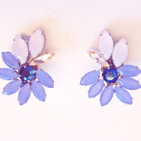 Icy Floral earrings/ Pierce