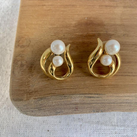 USED simple  pierce (gold,pearl color)