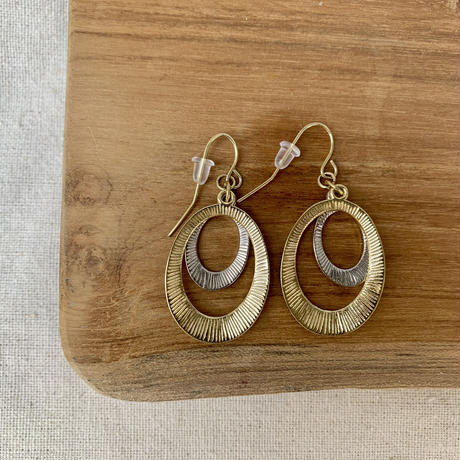 USED simple  pierce (gold,silver  color oval)