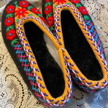 Embroidered room shoes -A