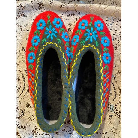 Embroidered room shoes -F