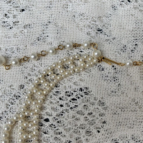 USED pearl necklace