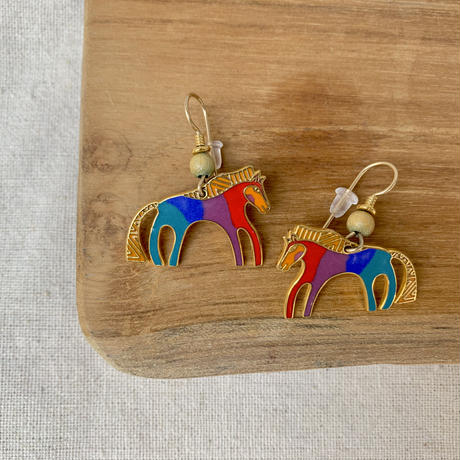 USED happy color pierce (horse)