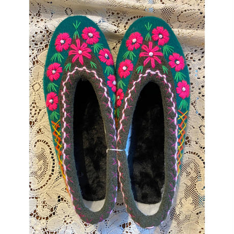 Embroidered room shoes -I