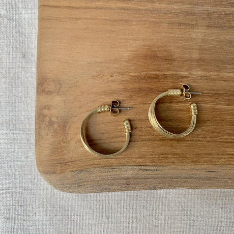 USED simple  pierce (gold color hoop)