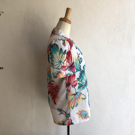 lady's floral pattern open collar blouse