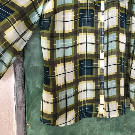 lady's plaid pattern frill blouse