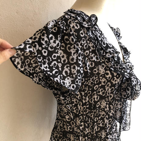 lady's ruffle collar petal sleeve patterned tops
