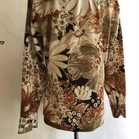 lady's 1970's floral pattern vintage blouse