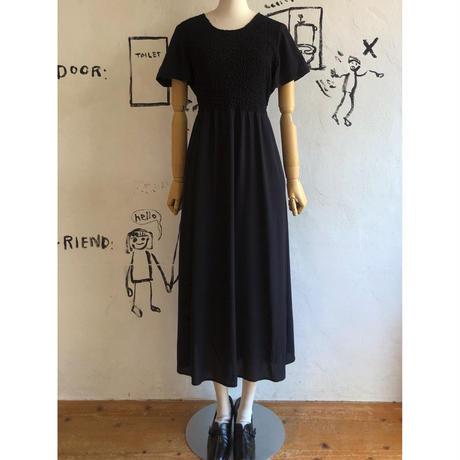 lady's shirring design black dress