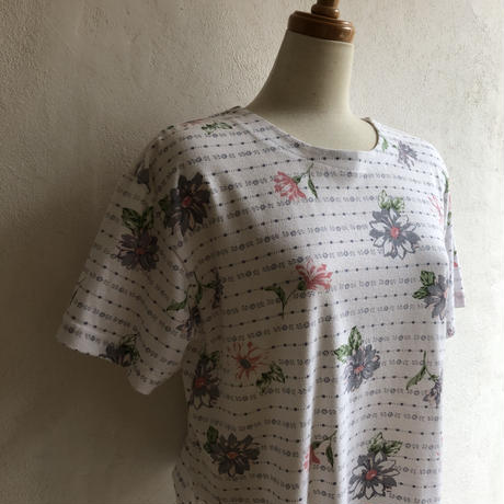lady's  floral pattern tee