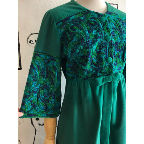lady's 1950's green embroidery dress