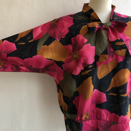 lady's big floral pattern bow-tie tops