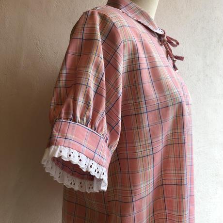 lady's plaid pattern lace decoration blouse