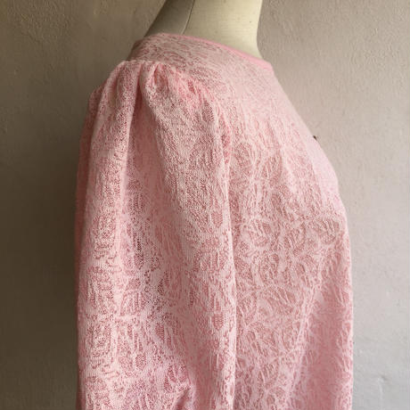 lady's pink color puff sleevs tops