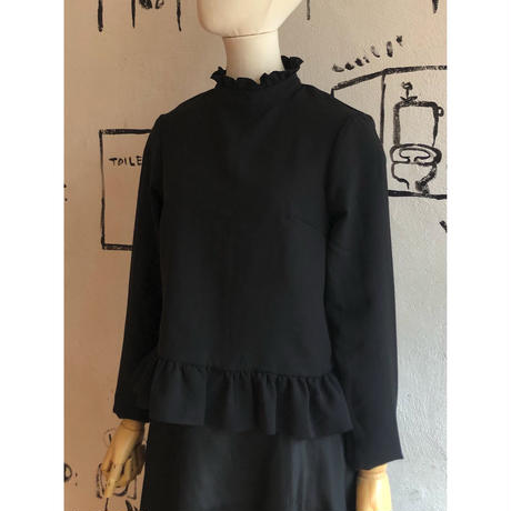lady's black color  ruffle top