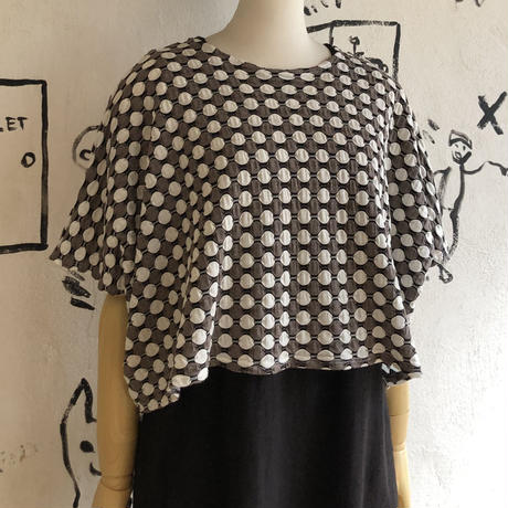 lady's  short length wide silhouette tops