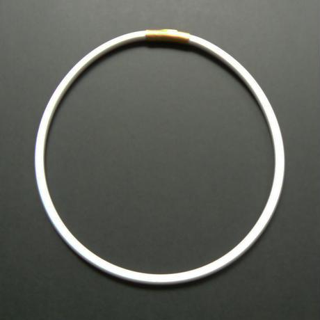 ネックレス White(留め具:引っ掛け式シルバー)