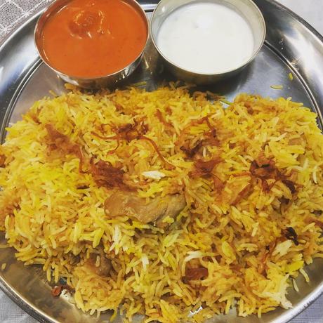 ターリー皿(ビリヤニ・カレーを盛るお皿)