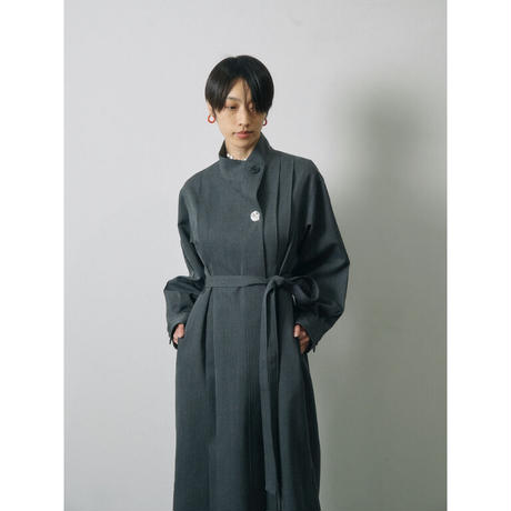 JANE SMITH:WOOL SATIN STAND COLLOR TUCK ONEPIECE