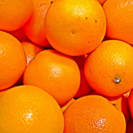 夜のエッセンシャルオイル オレンジ・スイート(5ml)1,200円+税     小悪魔的な魅力をアップさせる甘い柑橘系の香り
