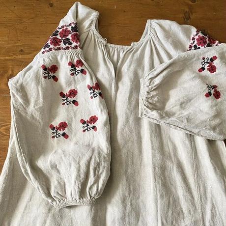 ウクライナ民族衣装20 (赤どんぐり)