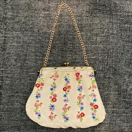 刺繍のバッグ