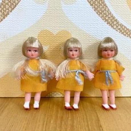 ARI 49・ミ二オレンジワンピの女の子