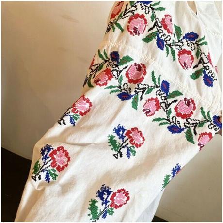 ウクライナ民族衣装7 (ピンクの花)