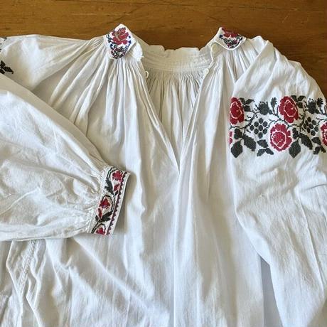 ウクライナ民族衣装25 (襟付き)