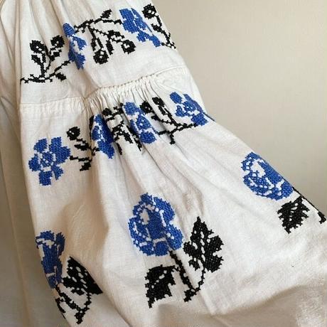 ウクライナ民族衣装3(ブルーの花)