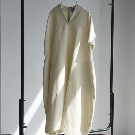Oldman's Tailor.    Cotton ramie oxford Vneck ribbon dress