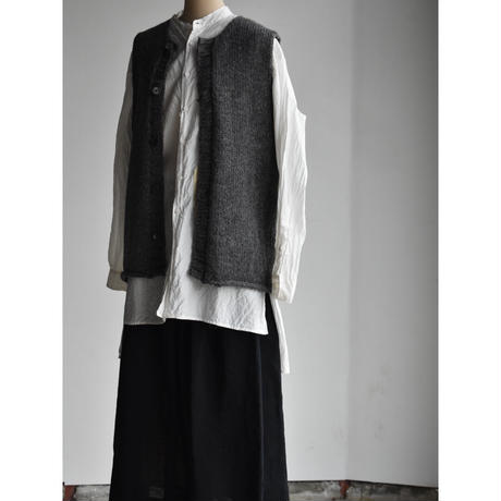 bergfabel    handmade vest with  button