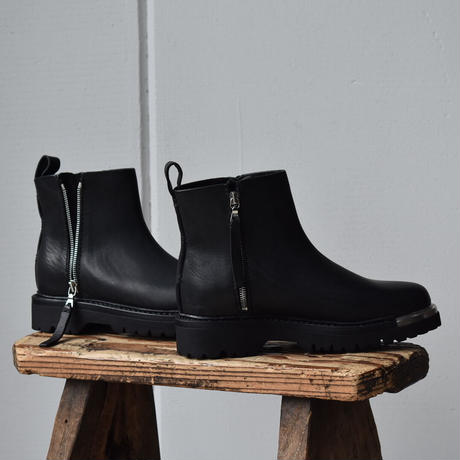 Feit.    chunky metal zip boots