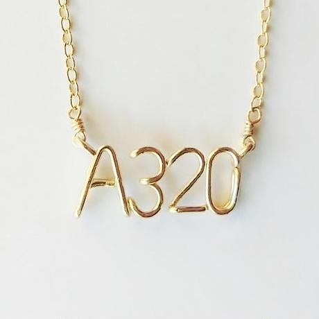 アルファベット × 数字(ナンバー) の綴りネックレス [ブロック体] 5~8文字