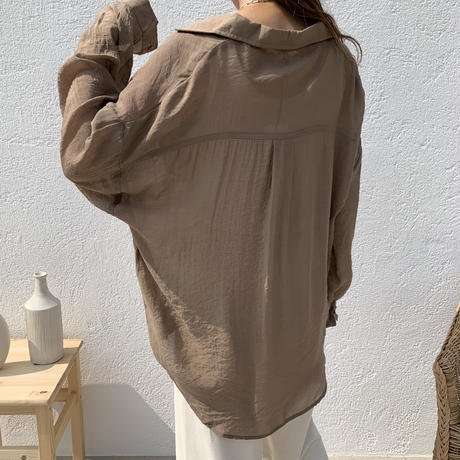 シンプルシアーシャツ