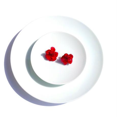 赤い花のピアス