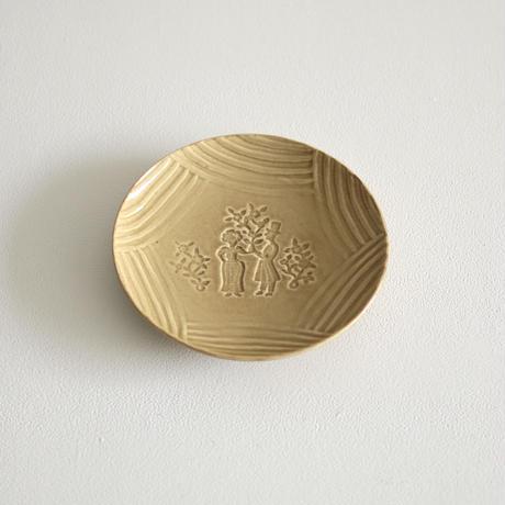 郡司製陶所  /  型打ち6寸皿(人・黄)