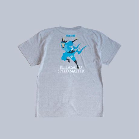 【先行予約】Soccer Junky  × BlauBlitzAkita 齋藤恵太 疾風迅雷 TEE/ヘザーグレー