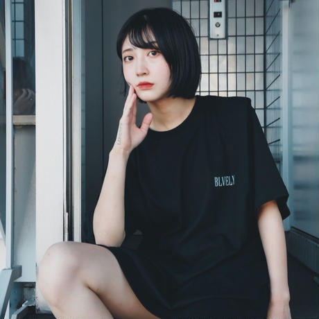 BLVELY Logo T-shirt