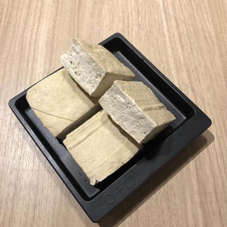 臭豆腐(4個)。