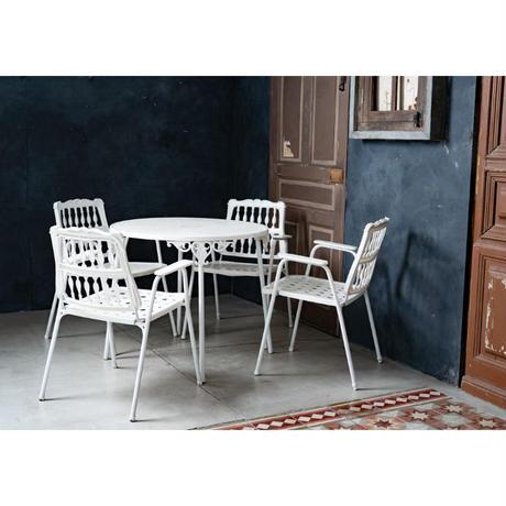 白いガーデンテーブル