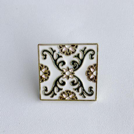 鉄窓花書房 tamazo /  台湾 マジョリカタイル PINS ピンバッジ4セット A:白地花