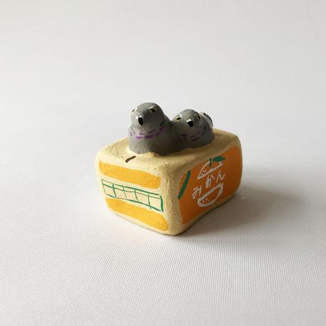 habotan / みかん箱と鳩   土人形 19