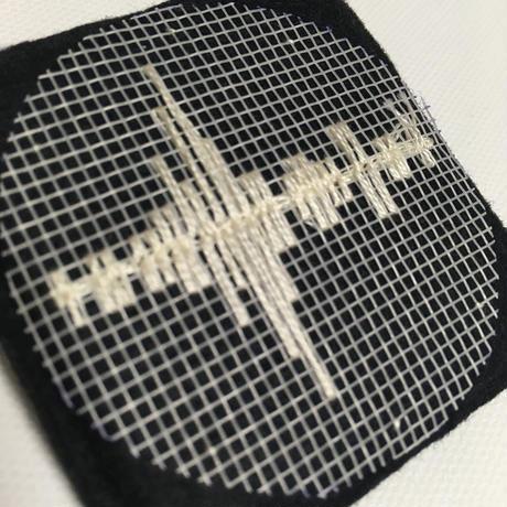 刺繍する犬 / 音の波形 (作品の断片としてのブローチ)  正方形  BLACK