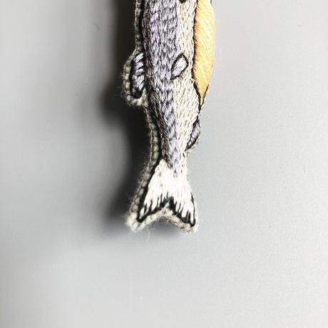 なぞ / 新巻鮭|ブローチ